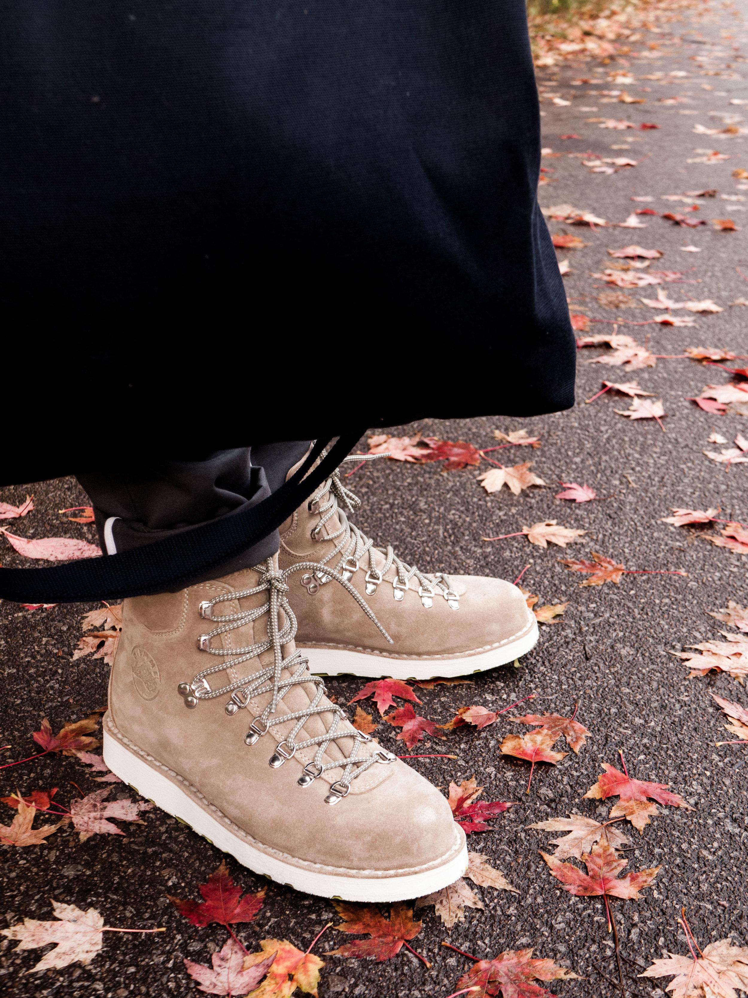005    18 Waits  Overshirt , Shirt, Bandana & Trousers     Diemme  Boots     WANT Les Essentiels  Tote