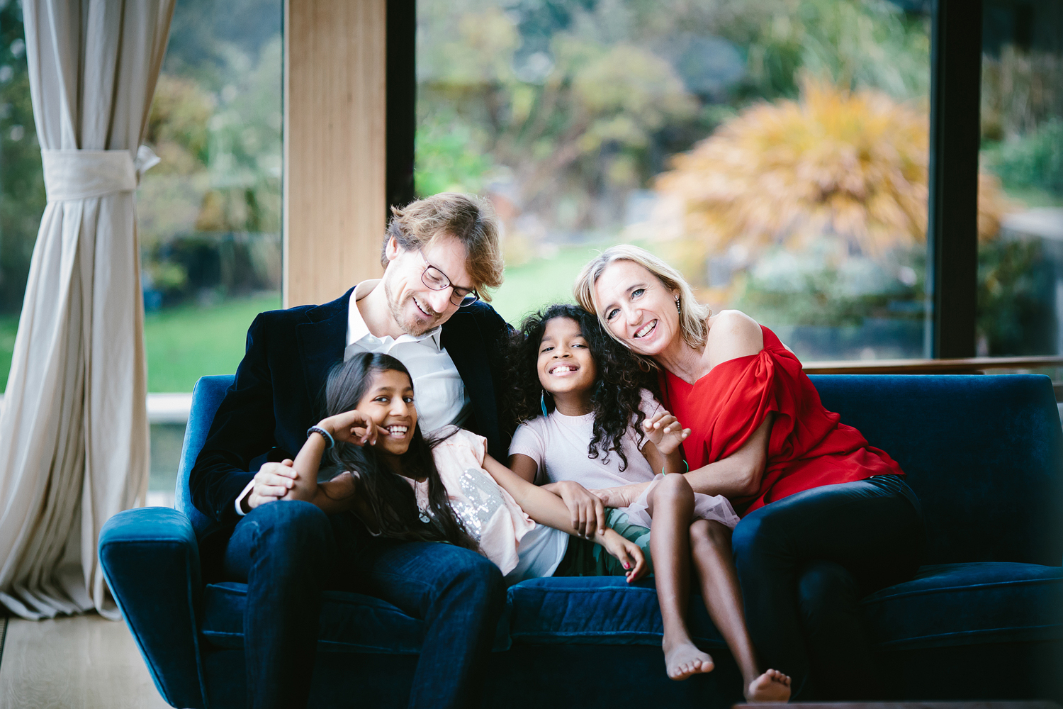 Photographer Lugano Egle Berruti - family on the couch.jpg