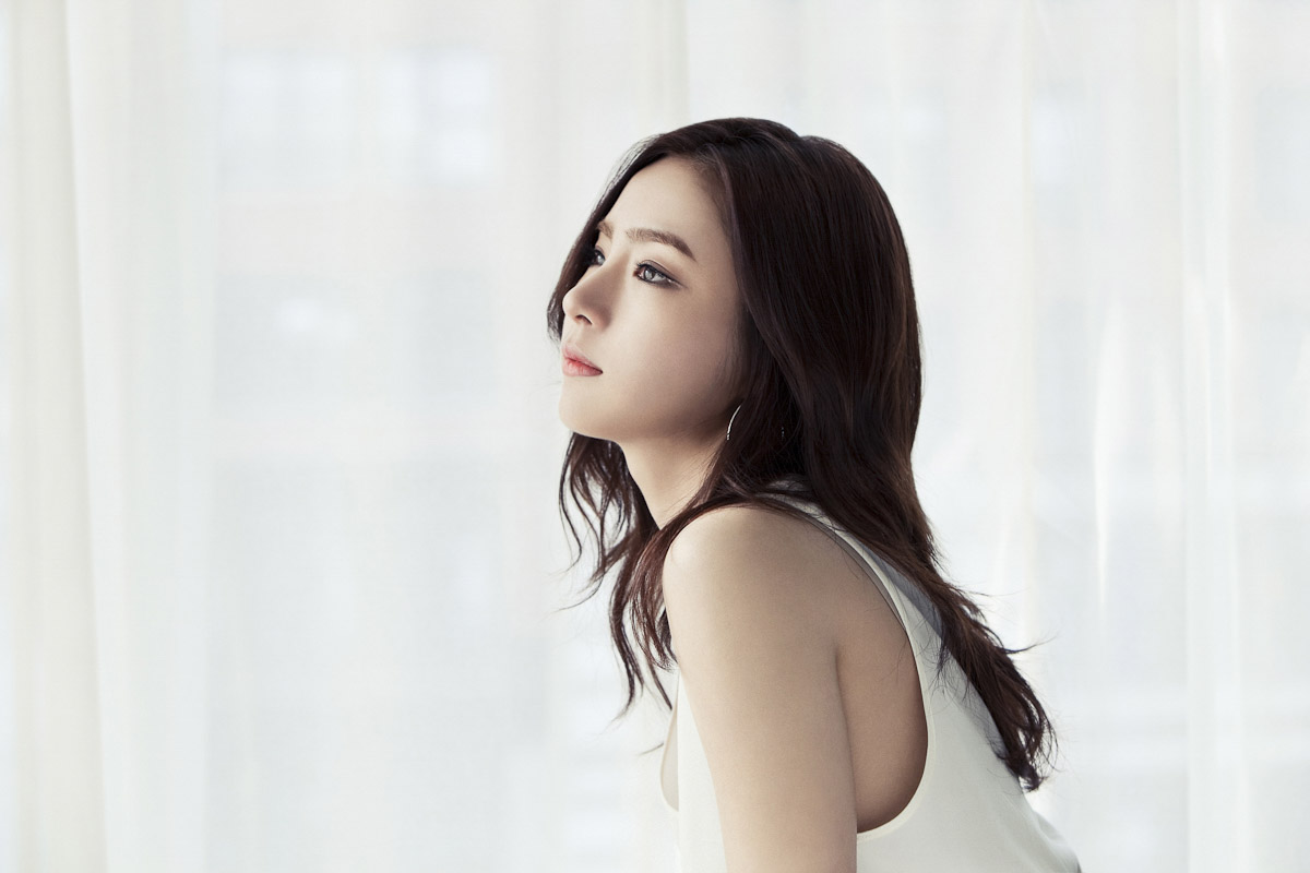 012_WKorea_FashionKing_Hye-RyoungMin_08.jpg
