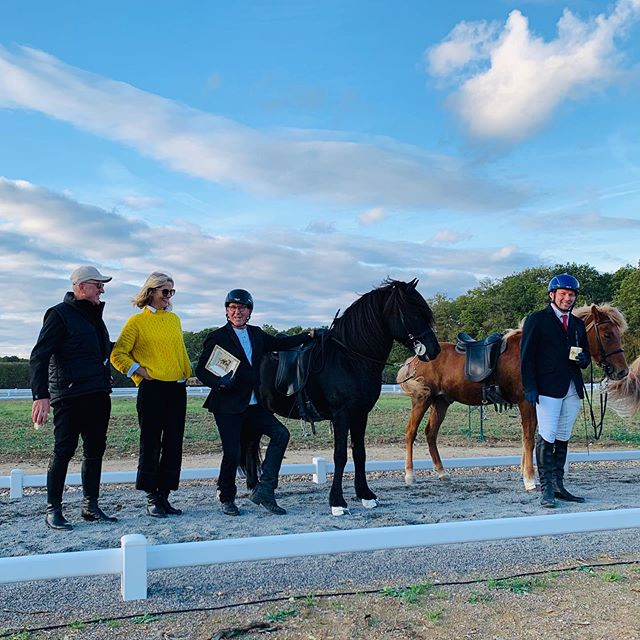 Kóki Ólason showed us all how it is done!! Winning T1 on his magnificent stallion Frami @pur_cheval last weekend. Fantastic show for the inauguration of the (Einar) Øder Track in France at Pur Cheval