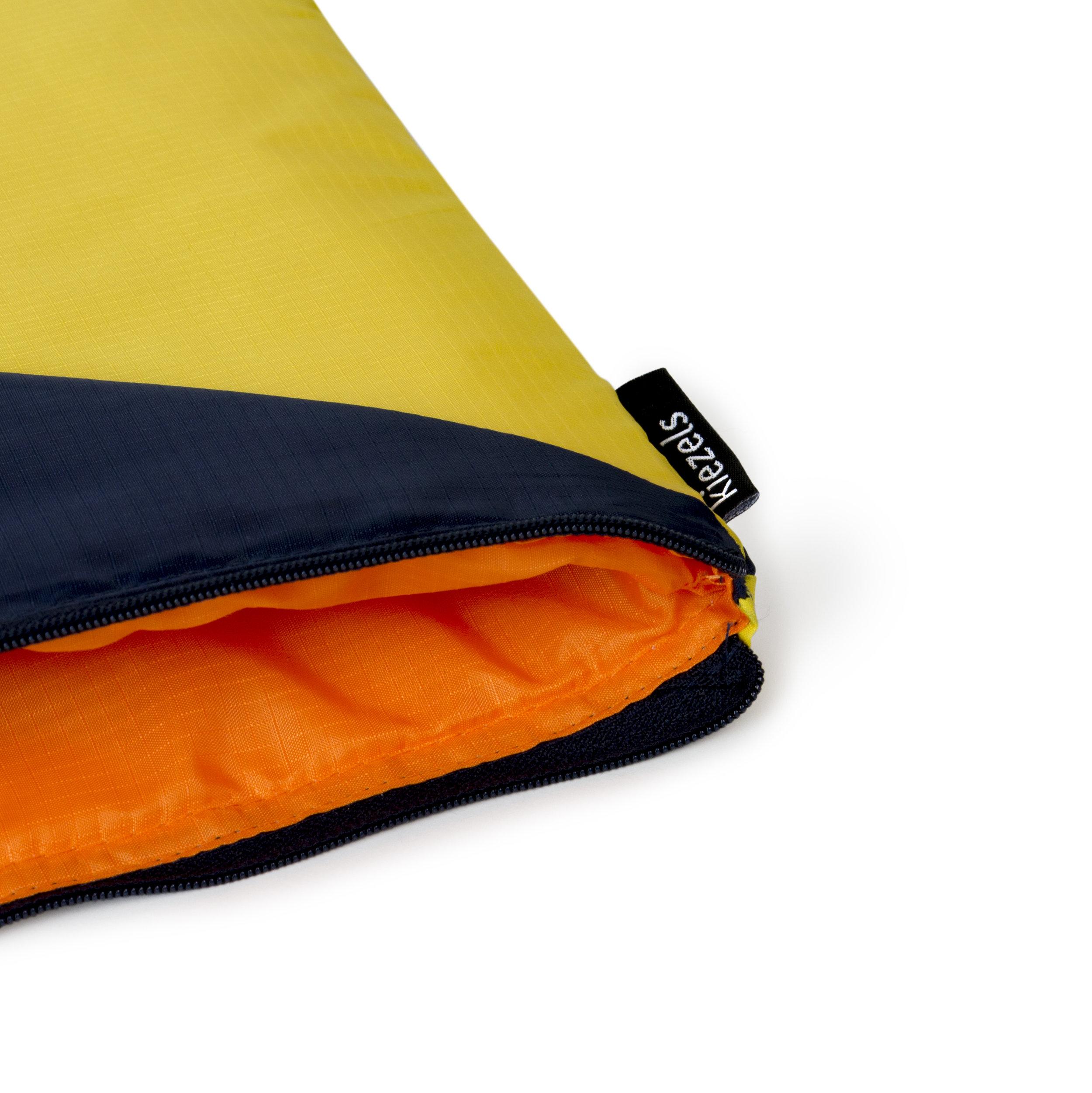 kiezels_laptopsleeve_blue yellow_350_3.jpg