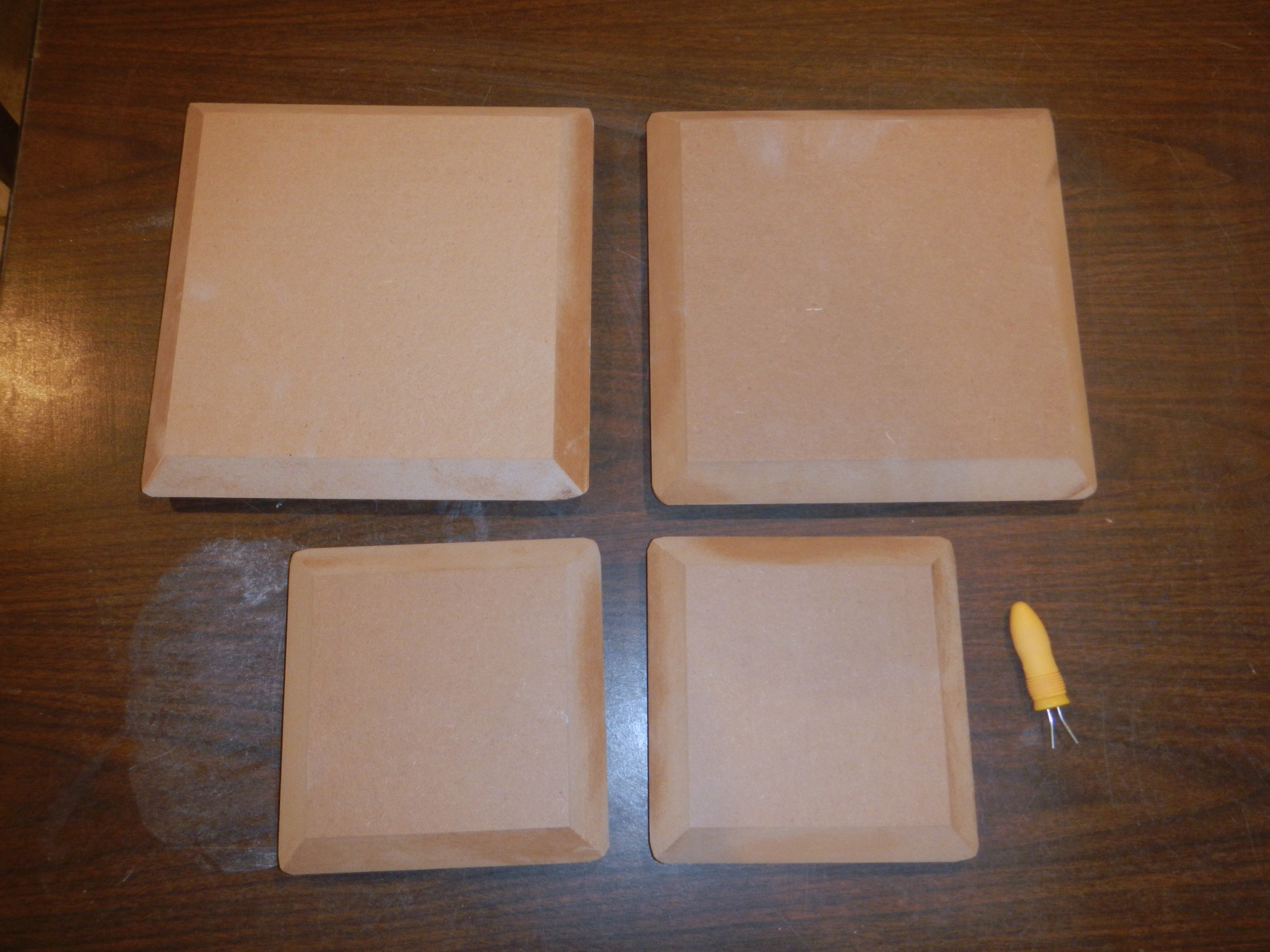 (Hump forms for making square dinnerware)