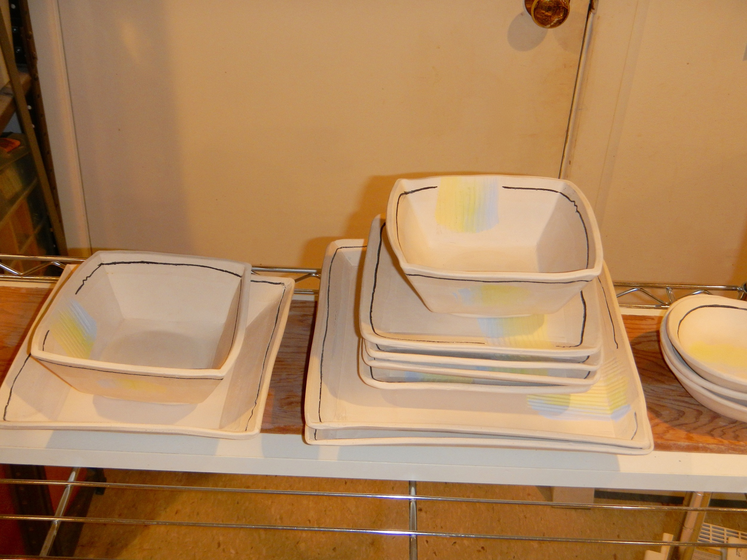 (Dinner plates, salad plates, bowls and one vegetable server, plus a few oval incidental bowls)