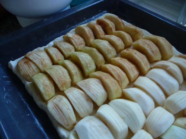Apfelkuchen mit Mandel-Honigkruste