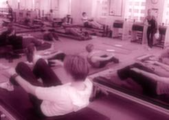 Un studio de Pilates bondé typique. Jamais privé, et impossible de se concentrer sur vous seul.
