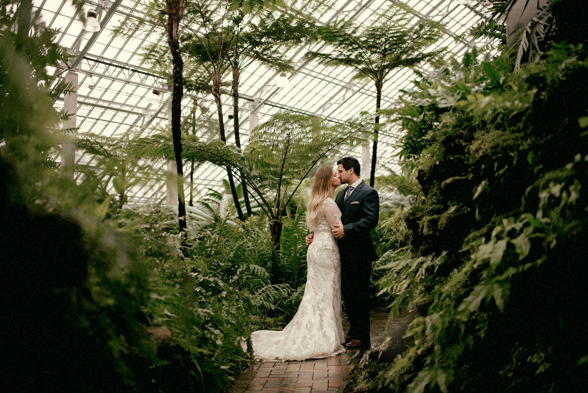 garfield park conservatory chicago wedding 25