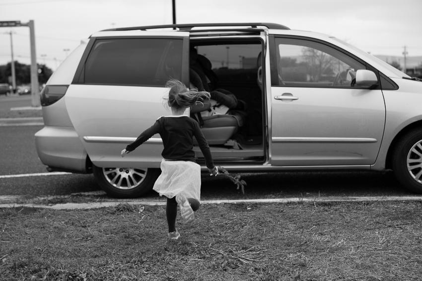 seena running to van