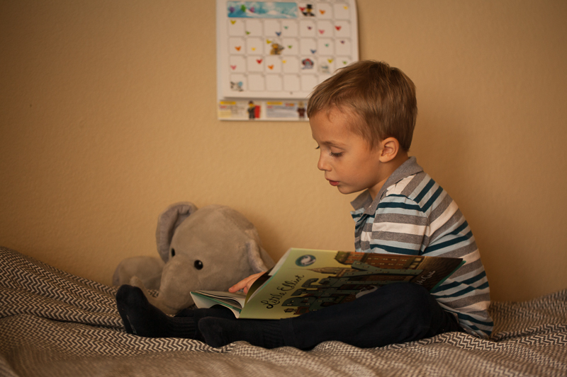 sage reads with elli