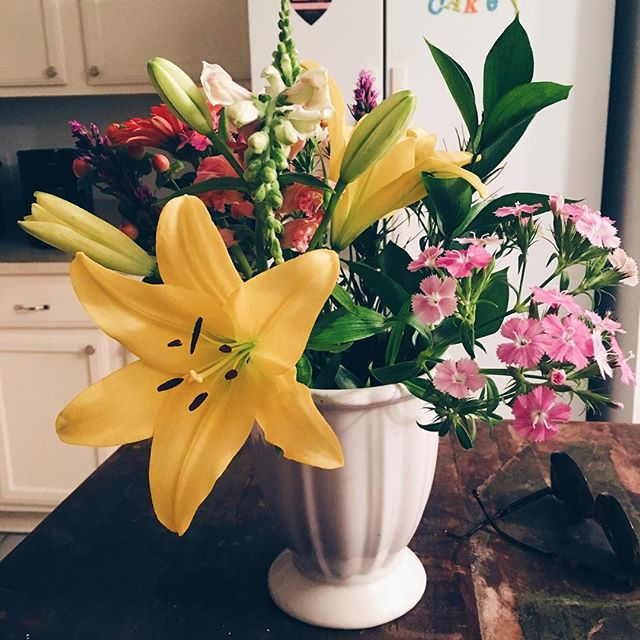 Sweet.🍬🍭🍫 I'm such a sucker for #flowers. #bouquet #whataman