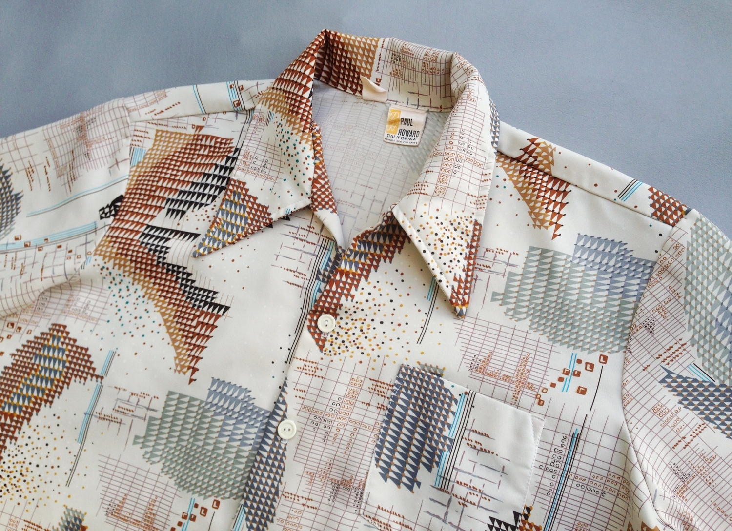 Men's 1970's graphic polyester shirt