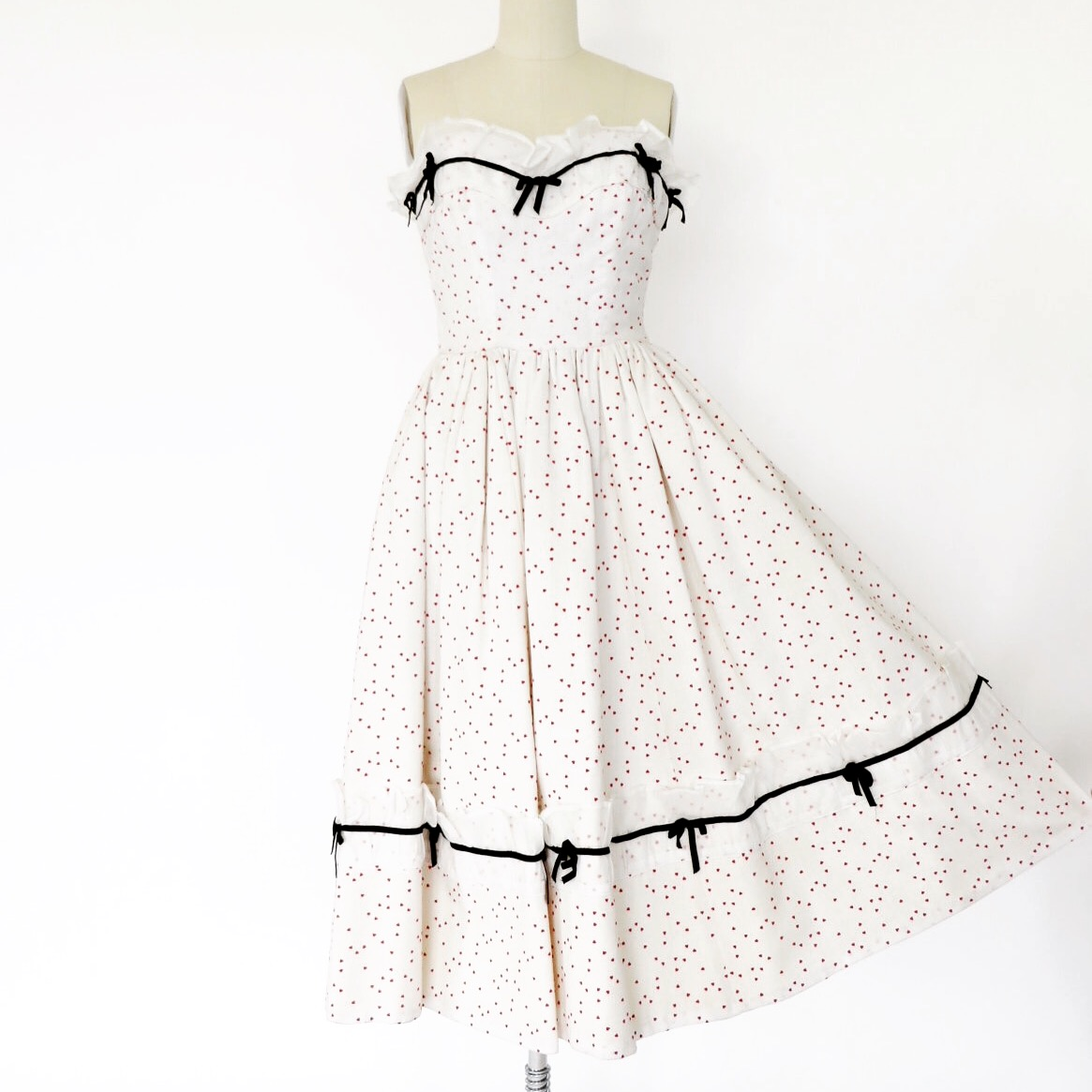 Vintage 1950's strapless dress with tiny flocked hearts