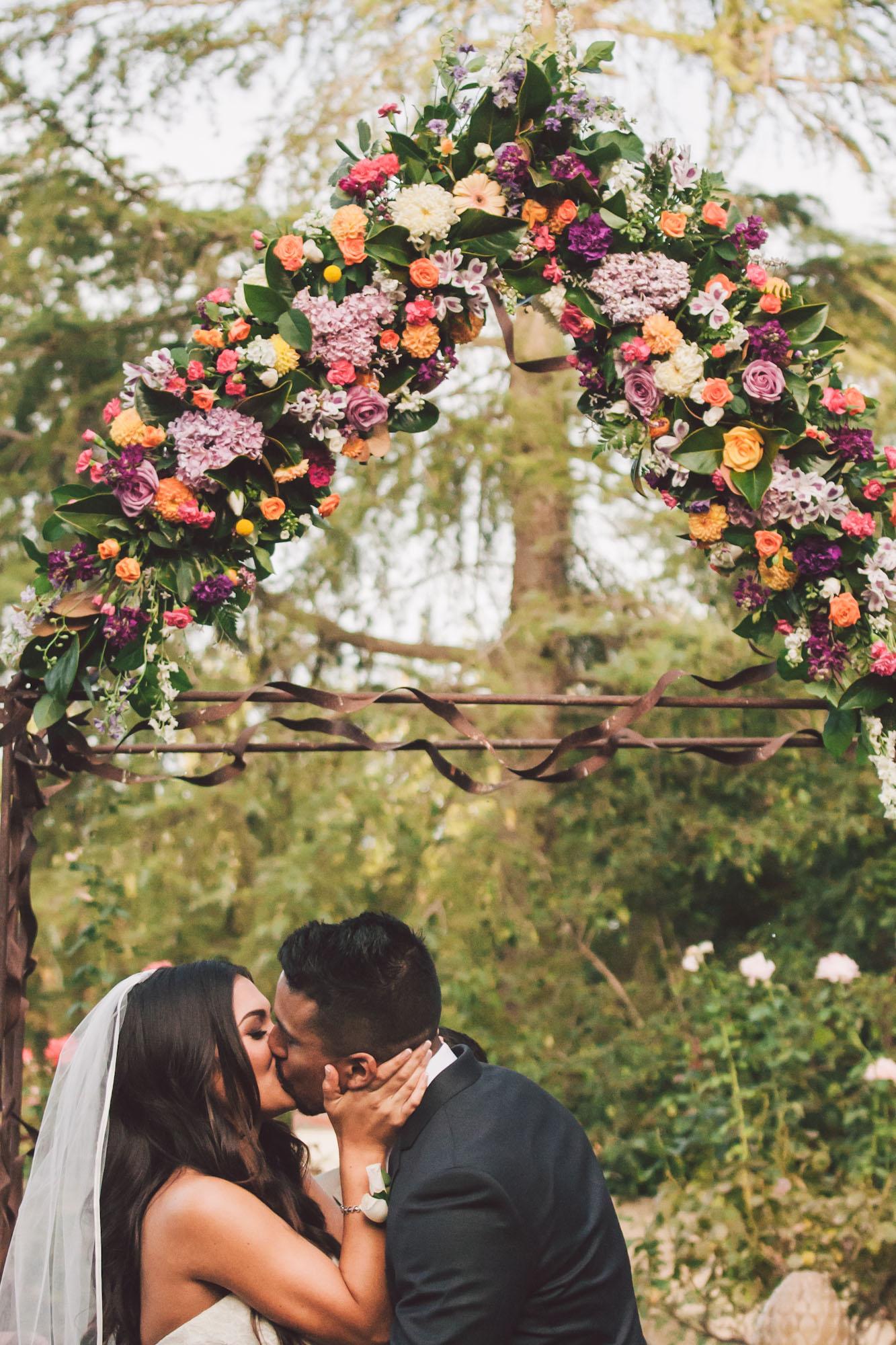 garden wedding first kiss