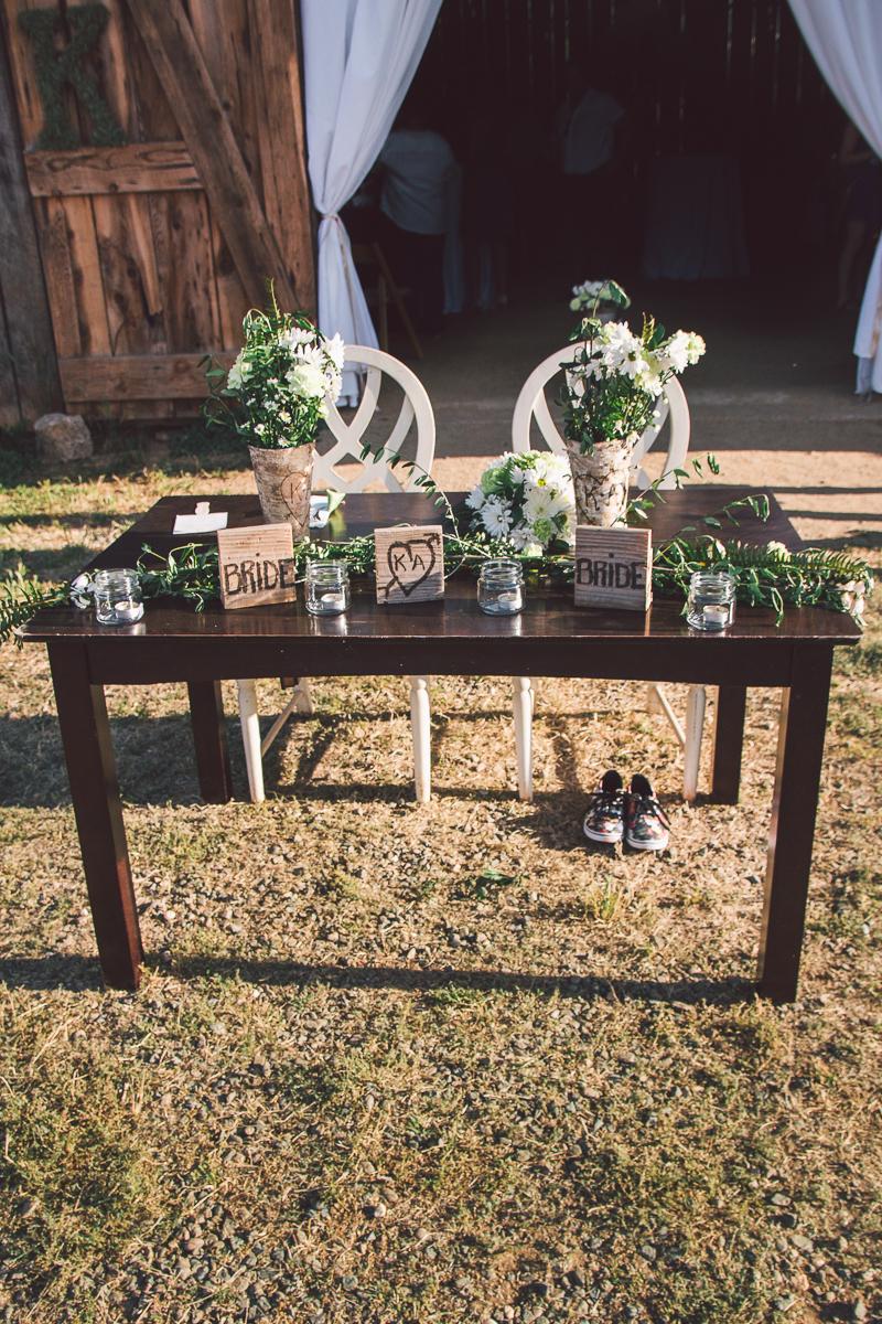 barn wedding head table design