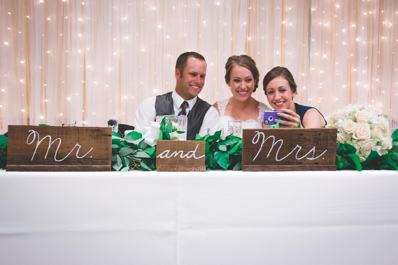 diy mr and mrs wedding sign