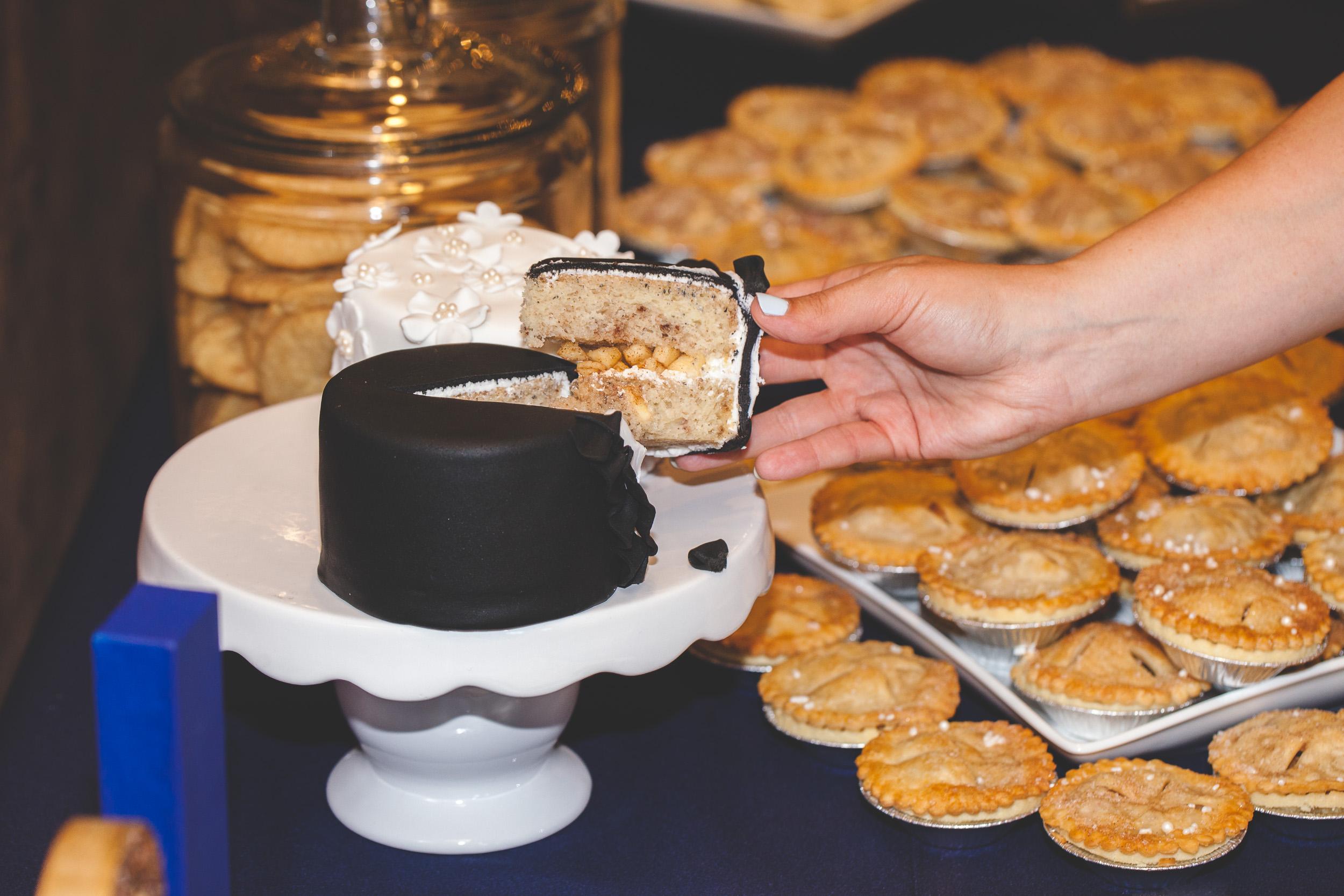 mini pie wedding