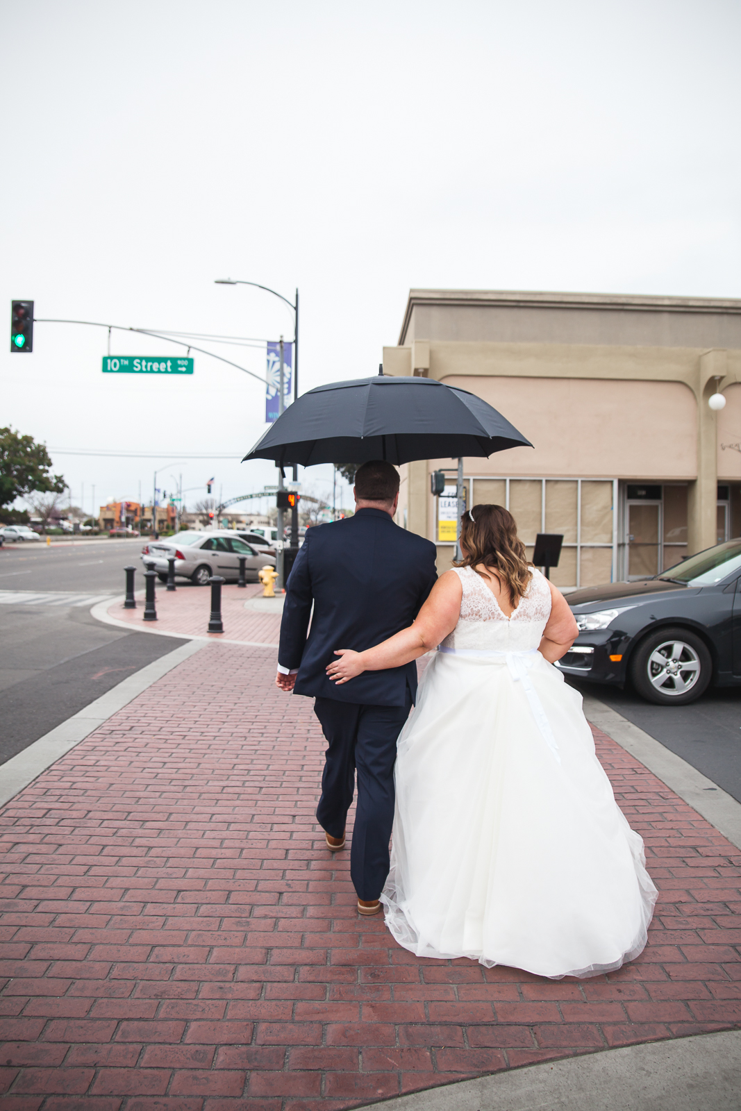 rainy wedding modesto.jpg