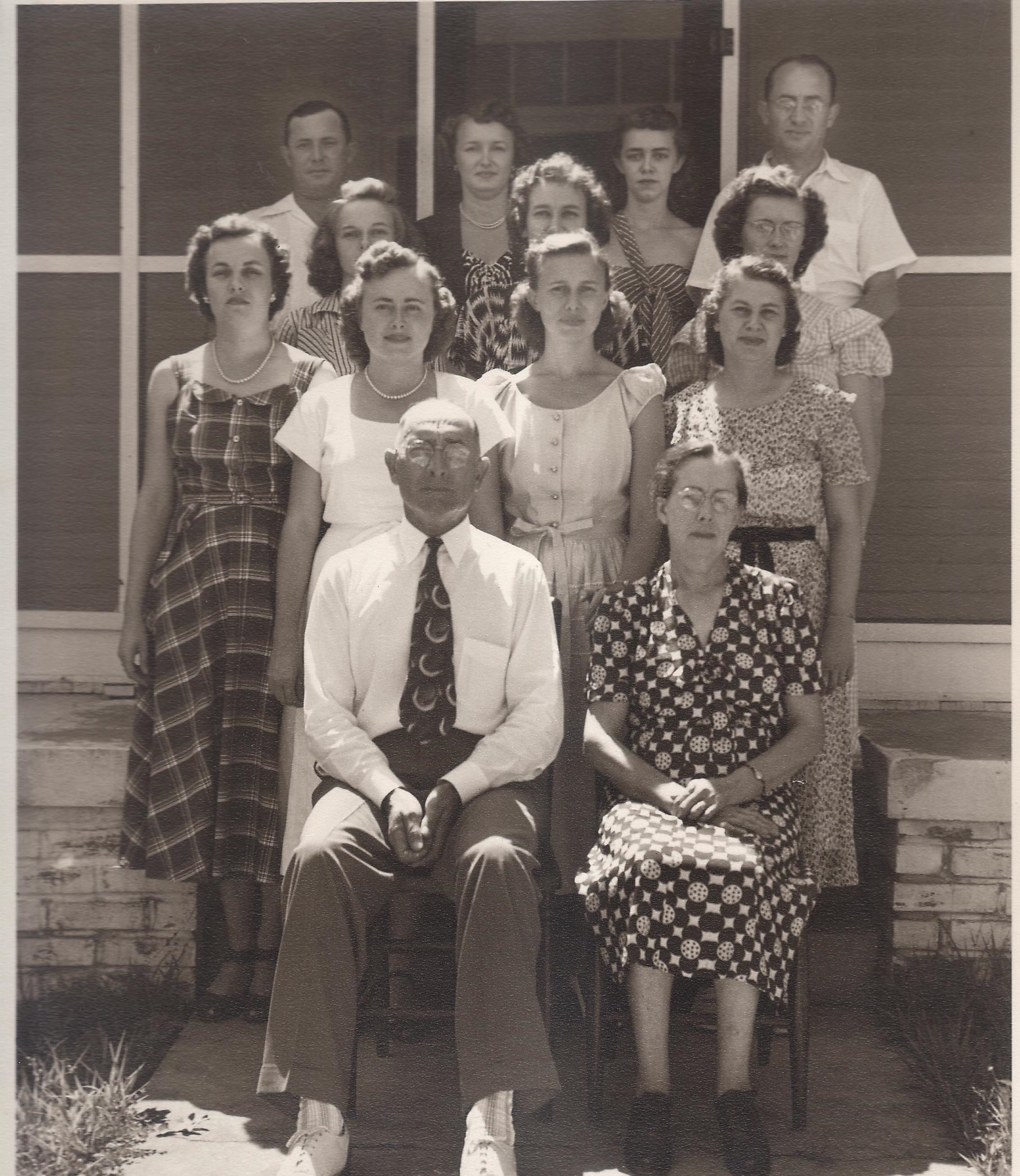 Sam & Dorothy Everett with their 11 children