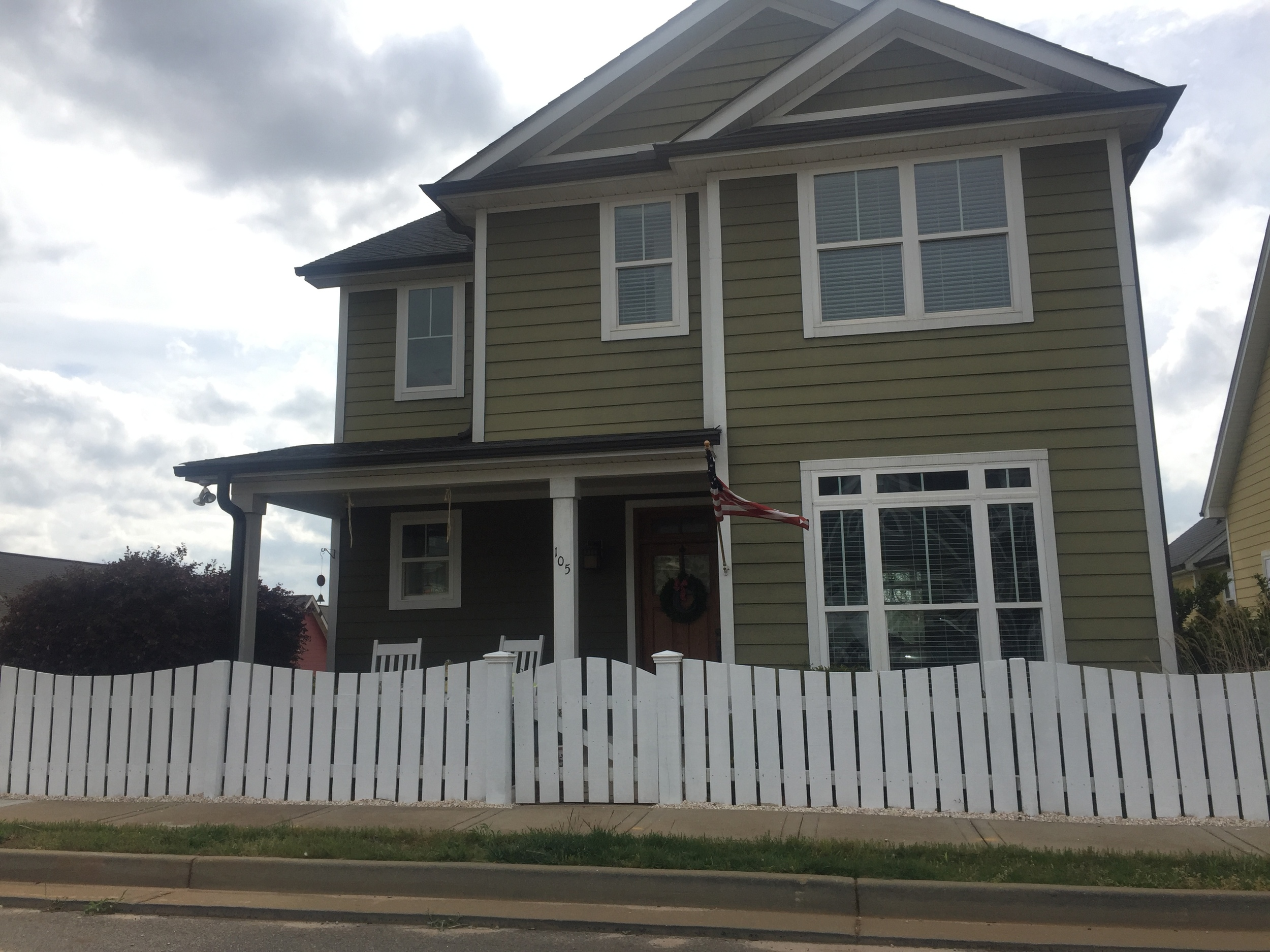 """Front 36"""" Victorian Picket Fence (painted)"""