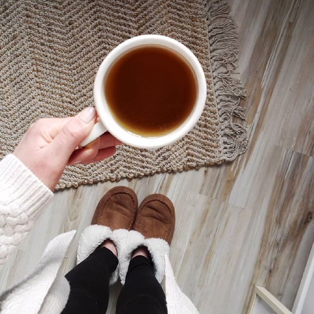 Freelance frileuse ❄☕ . . . #cocooning #tealover #teatime #freelance #thé #cosyhome #winter #hiver #home #simplelife #simplething #workfromhome
