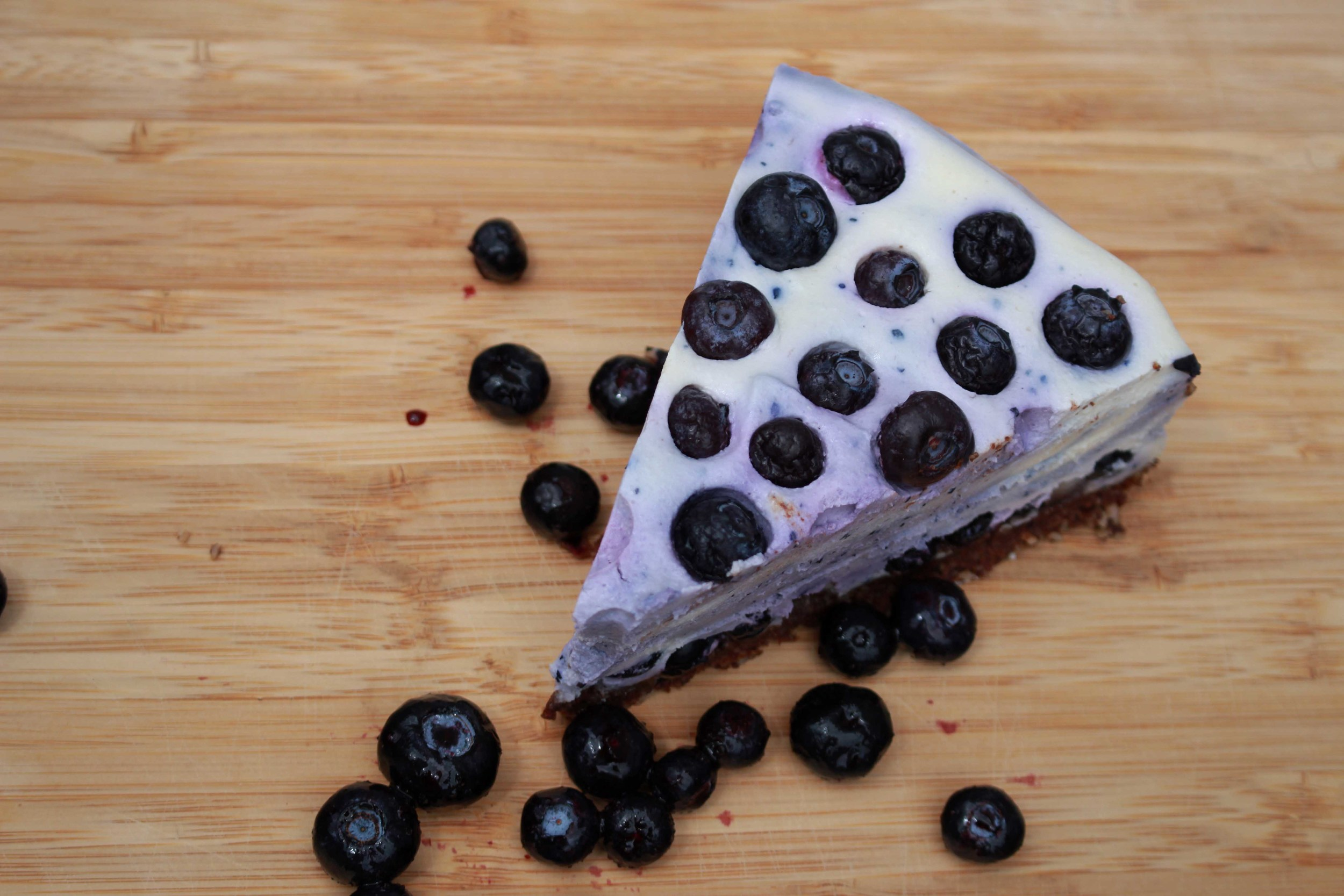 Raw White Chocolate and blueberry raw pie free recipe Golden Yogi cooking classes