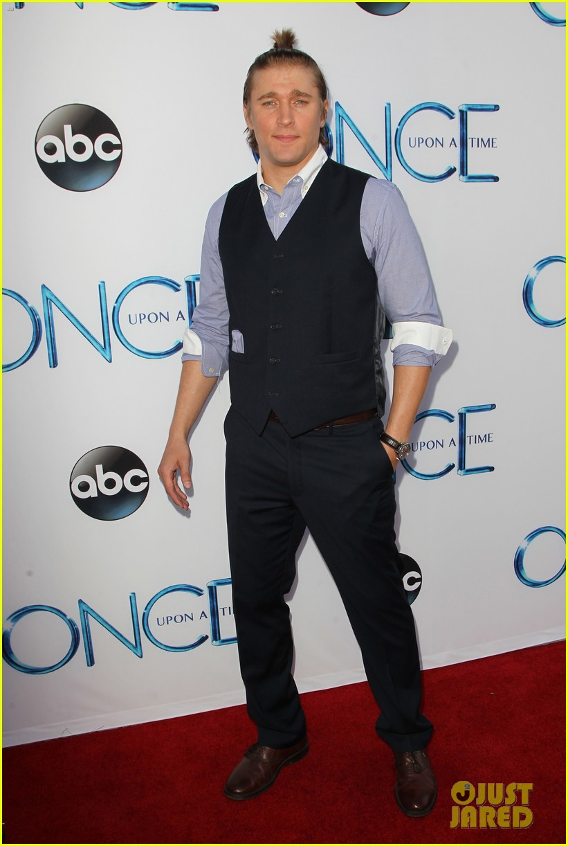 The very handsome Tyler Jacob Moore aka Hans on Once a Upon a Time is wearing an O'Harrow button-down and pocket square.