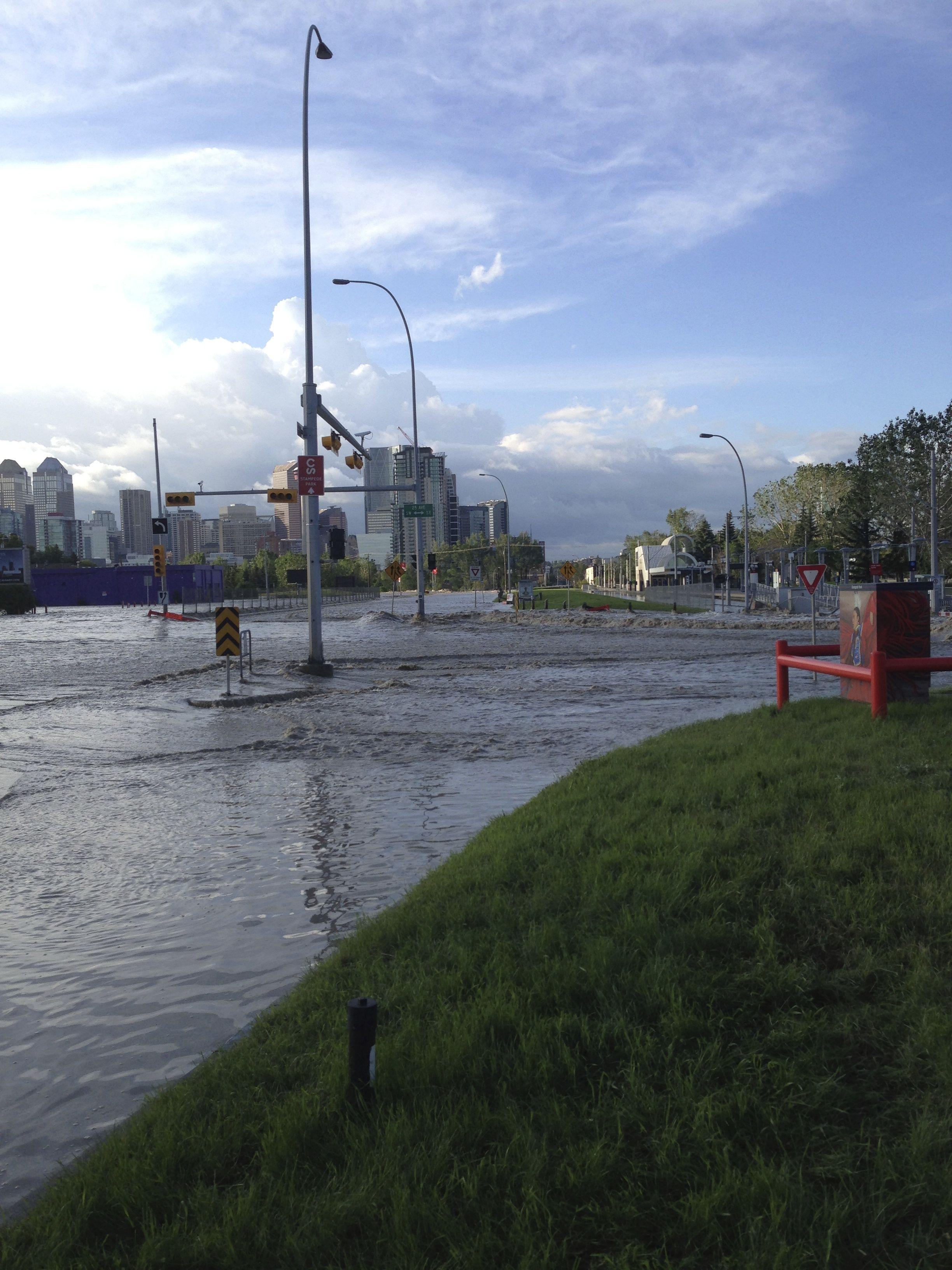 Calgary flood pictures, general contractor Calgary, renovations, restoration company, contractor Calgary 9.jpg