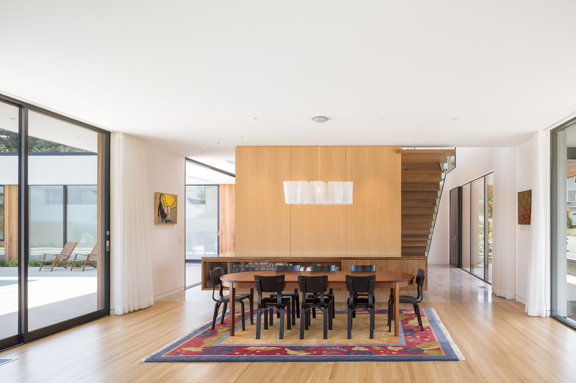 Natural day-lighting and simplified, open space is conductive to good air circulation and easy distribution of ventilation air: project by  ASH + ASH / Hennebery Eddy Architects  © Josh Partee