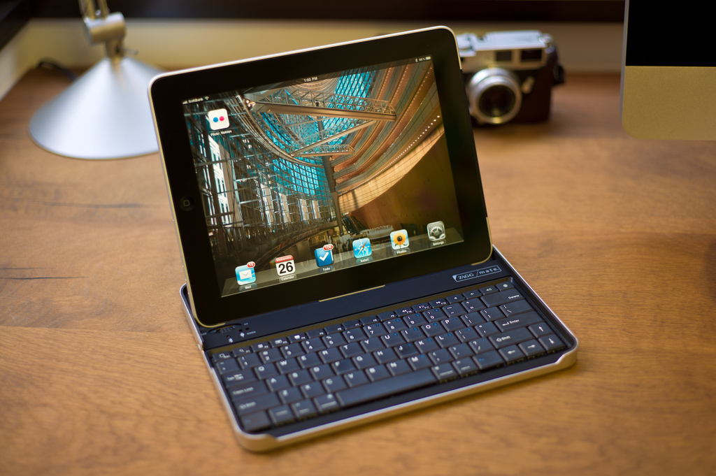 iPad with keyboard: CC Image courtesy of Nokton on Flickr.