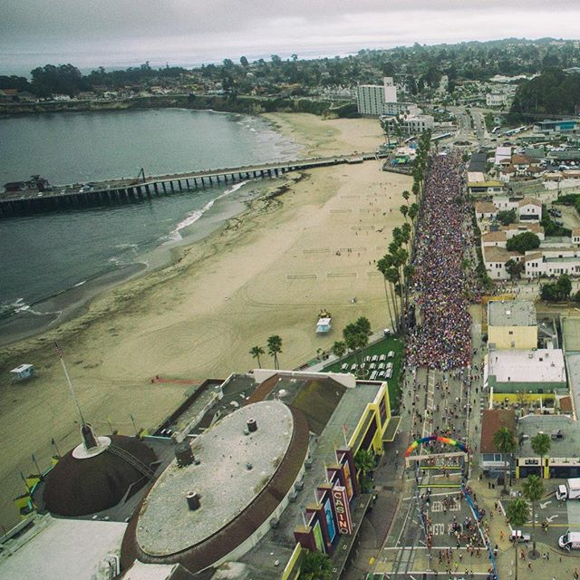 Birds eye view of the 2018 Wharf to Wharf starting line. #wharftowharf2018 #aerialphotography #santacruz #capitola #marathon #dji #phantom3 #santacruzbeach