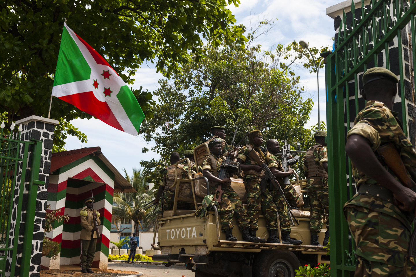 Military forces are seen leaving the presidential compound in Bujumbura, Burundi, May 17, 2015.