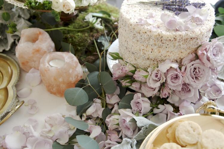 wedding dessert table flowers