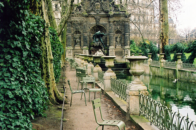 The Perfect Place to Savor your Pastry, the Luxenbourg Garden's Medici Fountain.