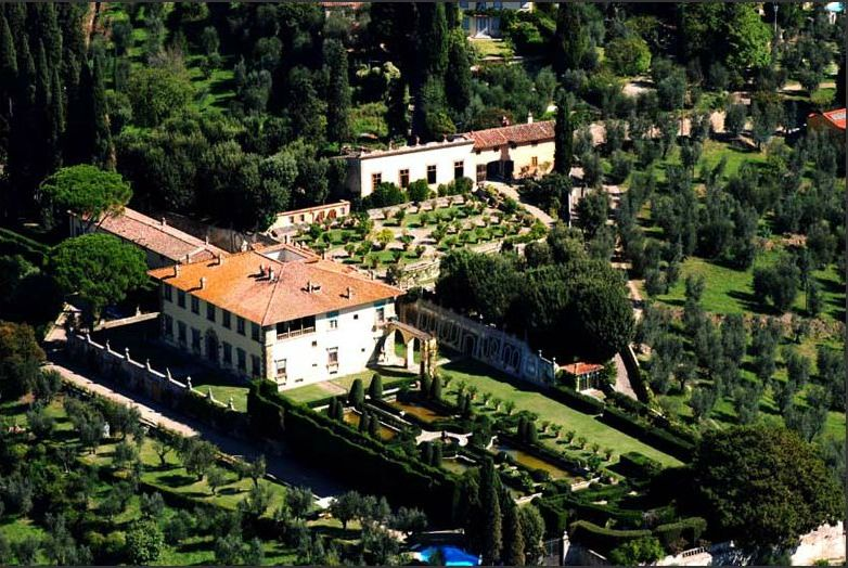Our visit to Villa Gamberaia includes a delicious Tuscan lunch as well as a private tour of the villa and its celebrated gardens. One can't imagine a more beautiful place to spend an afternoon in Tuscany.