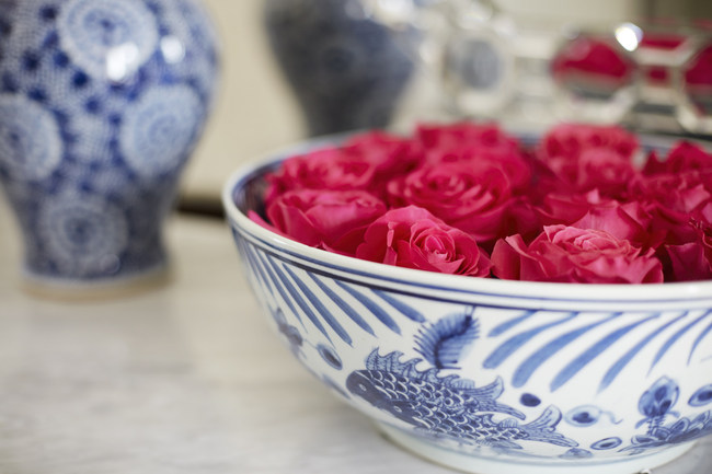 Richmond, Virginia designer, Gary Inman, recommends floating roses or peonies in beautiful bowls as table centerpieces. (PRNewsfoto/Kathy Wall)