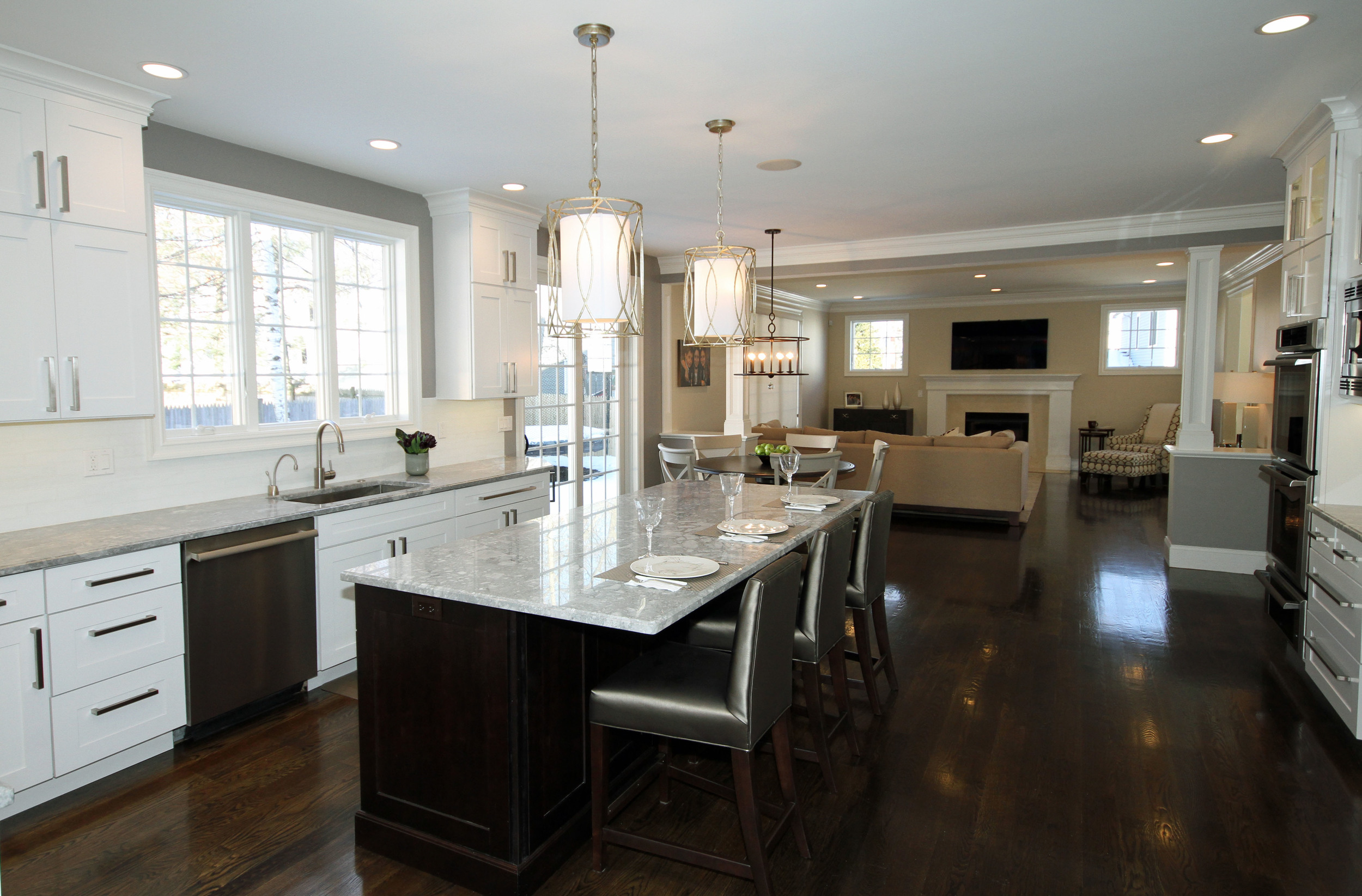 kitchen island 1.jpg