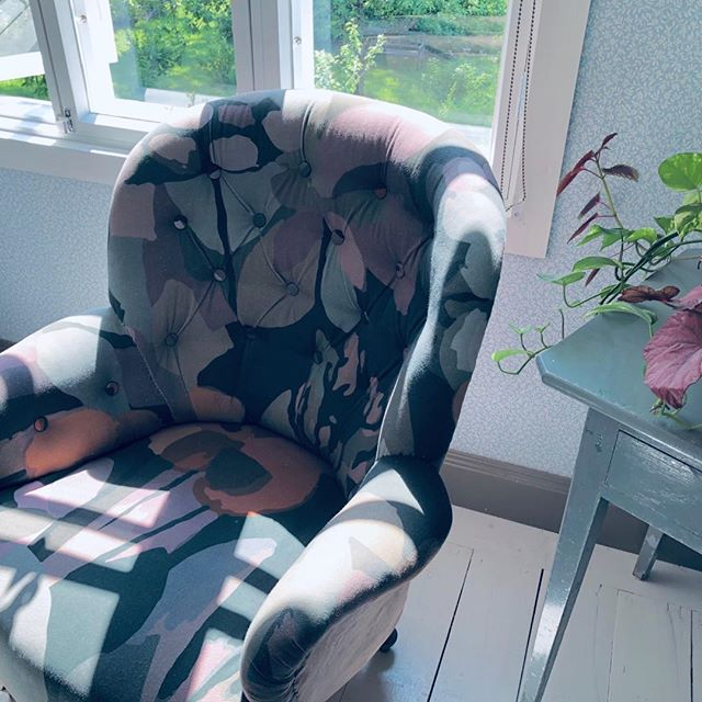 Rare visit to my designer in Finland and our poppy chair is looking particularly lovely in glorious Nordic sunshine.