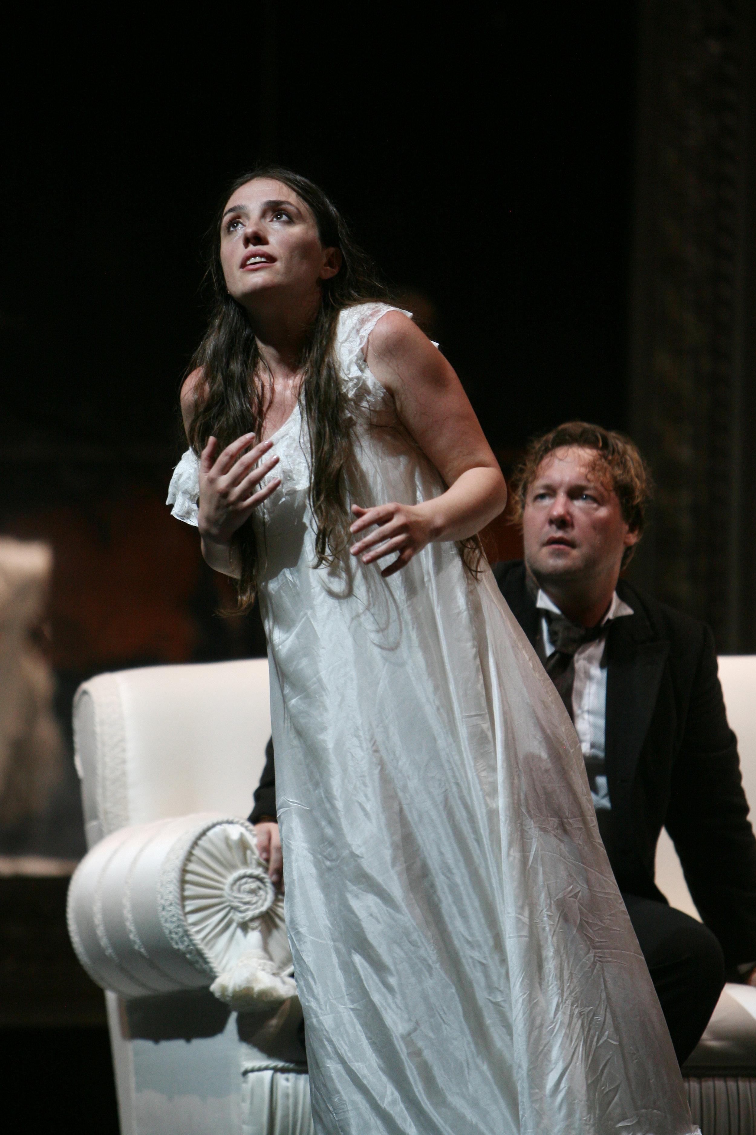 Traviata-Napoli-Ermonela Jaho6.jpg