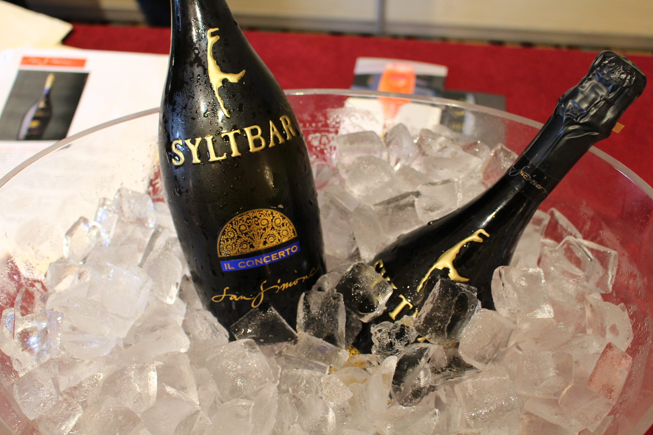 Syltbar is named for a vacation destination island in Germany which is depicted in gold on the bottle.