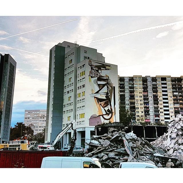 Recent capture of my Grenoble mural with a much clearer view with the recent demolition of the unused parking structure across the way. __________________________________________________ ''L'esprit Nouveau' [Completed June, 2016] Maison des Buttes of Villeneuve in Grenoble, France.  11 stories. Roughly 27 meters x 15 meters.  Painted in participation of @grenoblestreetartfest and @spacejunkartcenters with support by Actis and the Mayor of Grenoble.  __________________________________________________ Villeneuve, originally built in 1972, a housing complex designed and built on #LeCorbusier theories of 'utopia' and 'the radiant city'. The location of 50 Gallery Harlequin is under a major rehabilitation, worth over 8.6 million Euros, which is led by Actis to improve the quality of life, reduce energy consumption, open the village to the city. This major upgrade prefigures the renovation of the entire neighborhood Arlequin in the coming years. This mural commission comes to give a final touch to the renovation of the building. With assistance by @ink4rt  __________________________________________________ ‪#Villeneuve‬ ‪#Grenoble‬ #vintagefuturism  #builtpaintings  #geometric #abstractart #abstracción #nonobjective #californiaart #muralinstallation #westcoastart #constructionism