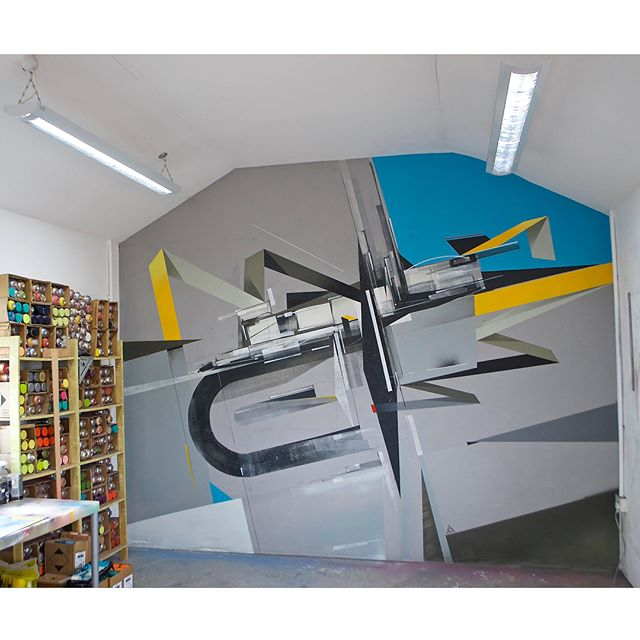 #studio10sessionsmural with @remirough [Completed April 2016] Remi's studio, Peckham district, South London, UK __________________________________________________ Nice to have been a part of this continuing series of collaborative murals at my fellow @wearetheaoc member studio. This one was completed back in early 2016 during the EXCEPTIONAL exhibition curated by REM at @screameditions.  __________________________________________________ #builtpaintings  #geometric #abstractart #abstracción #nonobjective #californiaart #muralinstallation #westcoastart #constructionism #aocallday#remirough #agentsofchange #minimalism#graffuturism