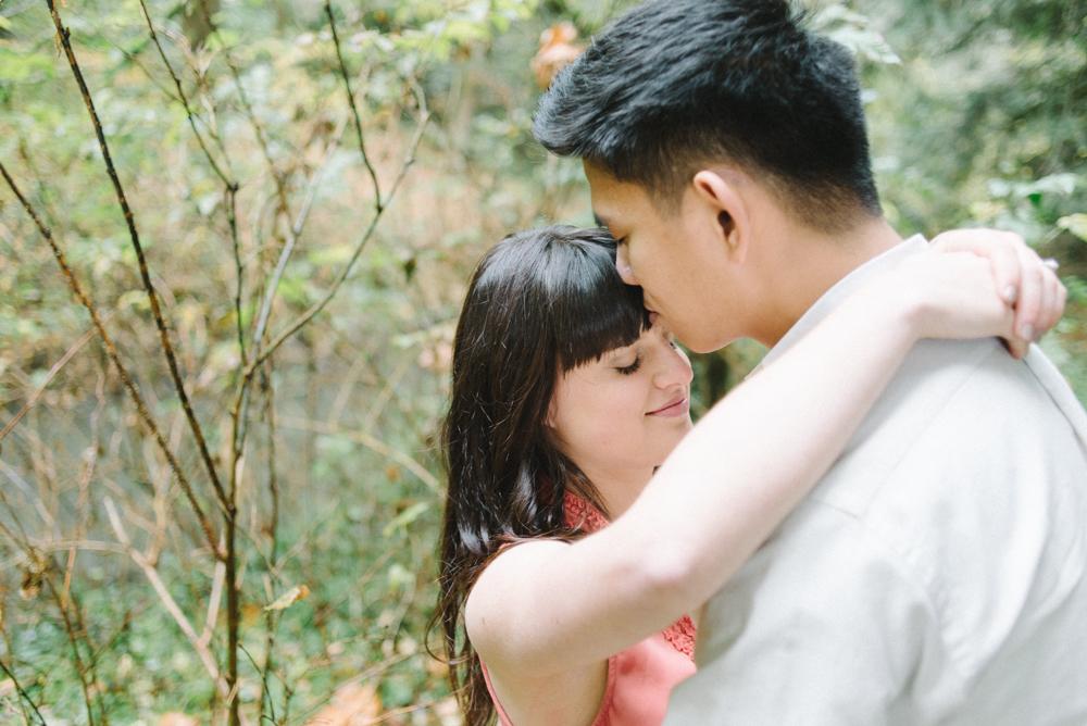 Leach-Botanical-Gardens-Couples-Photography-Forehead-Kiss-Johan-Dani_Engagement_0646.jpg