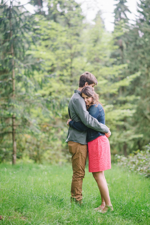 Portland-oregon-engagement-session-photographer-hoyt-arboretum-washington-park-shelley-marie-photography-forest-natural-woodland-kiss-hug-20