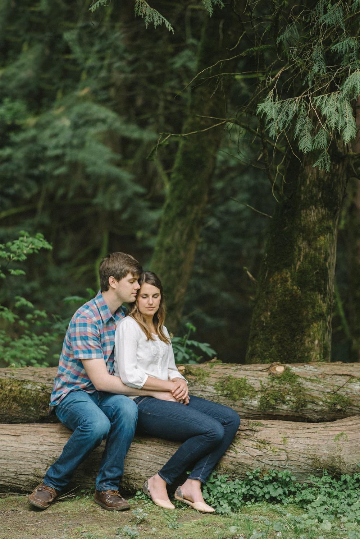Hoyt-Arboretum-Washington-Park-professional-engagement-session-photos-portland-oregon-natural-woodland-forest-13