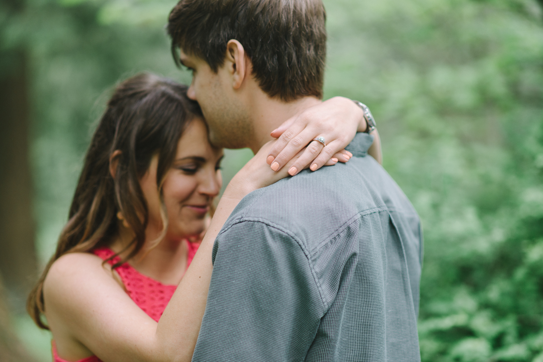 Portland-oregon-engagement-session-photographer-hoyt-arboretum-washington-park-shelley-marie-photography-forest-natural-woodland-kiss-18