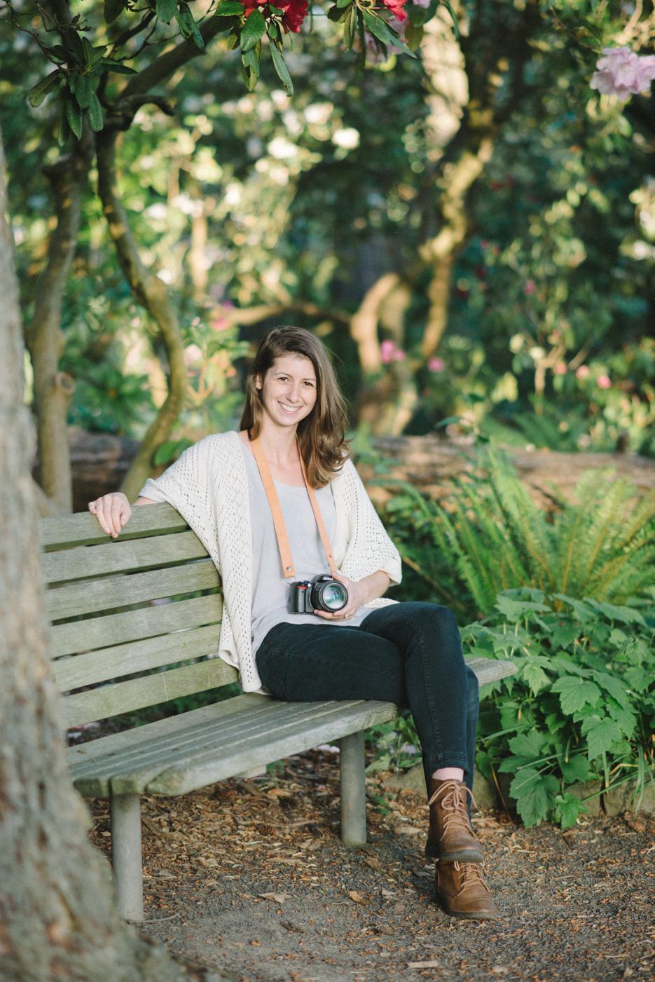 best-senior-portraits-portland-oregon-bridge-crystal-springs-rhododendron-garden-9.jpg