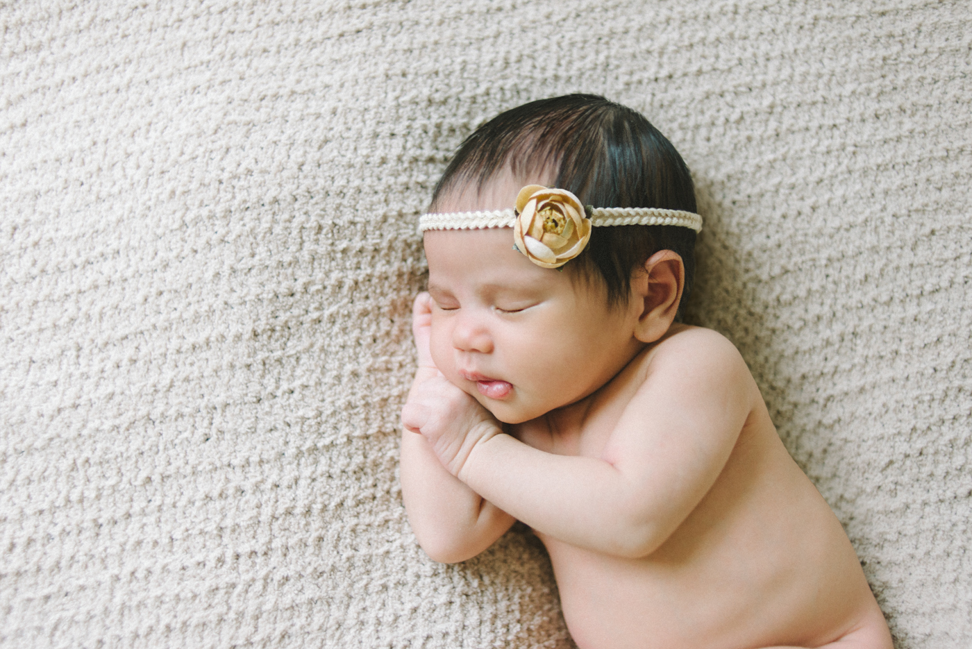 best-newborn-photographer-in-portland-oregon-flower-headband-cream-and-yellow-sleeping-baby-shelley-marie-photo-6
