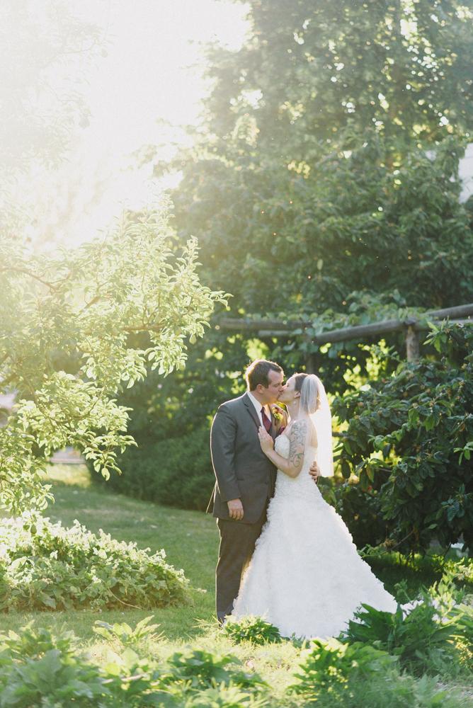 Portland-oregon-wedding-photographer-mcmenamins-edgefield-bride-and-groom-couple-portraits-shelley-marie-photo-2.jpg