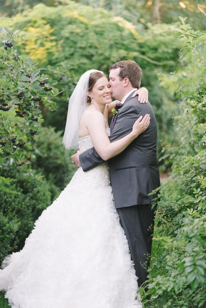 Portland-oregon-wedding-photographer-mcmenamins-edgefield-bride-and-groom-couple-portraits-shelley-marie-photo-1.jpg