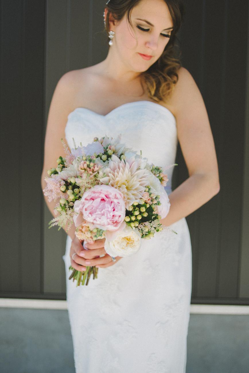 tanner-springs-park-ecotrust-building-wedding-bridal-portrait-bouquet-portland-oregon-shelley-marie-photo