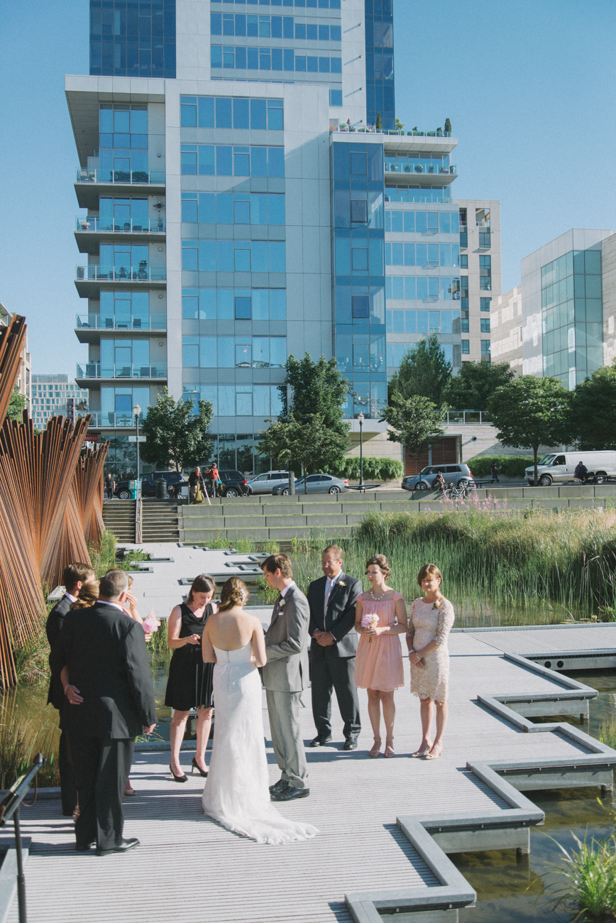 tanner-springs-park-wedding-portland-oregon-shelley-marie-photo